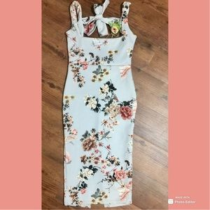 PrettyLittleThing Open Back Floral Dress